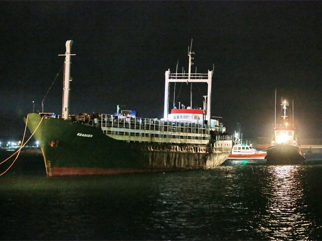 ezadeen-italy-migrant-ghost-ship-arrives-in-port.jpg